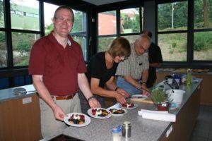 Anrichten des Desserts in Kochclub 2