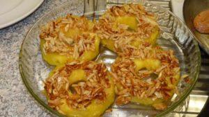 Gebackene Ananas mit Zimtsahne (Ananas gratiné à la canelle)