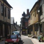 Straße hinter der Kirche St. Martin in Aubigny (Bild: Ulrich Klose)