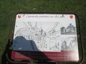 Hinweisschild zur Stadtbefestigung von Aubigny