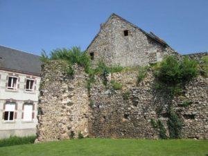 Reste der Stadtmauer von Aubigny (Bild: Ulrich Klose)