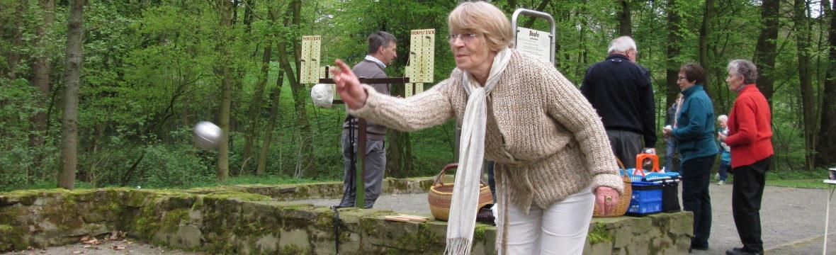Gerlinde Bennefeld beim Boulesspielen im Jahr 2014 (Bild: Ulrich Klose)