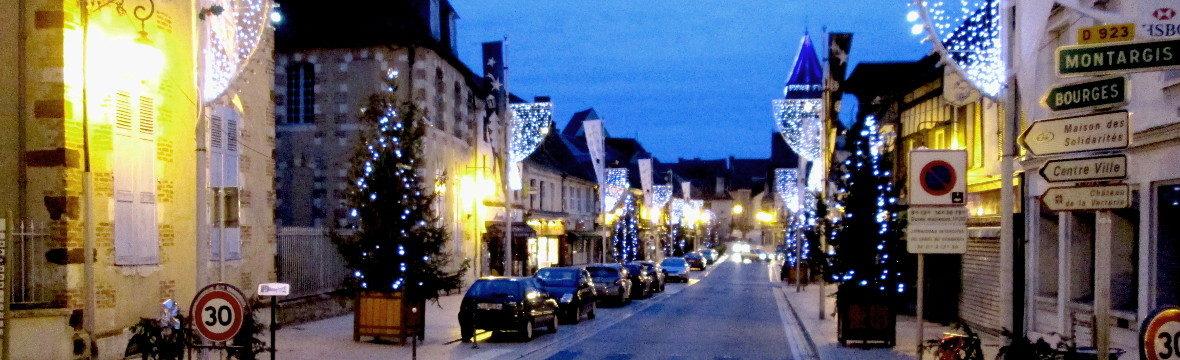 Die rue du Prieuré von Aubigny-sur-Nère am Abend. (Bild: Ulrich Klose)