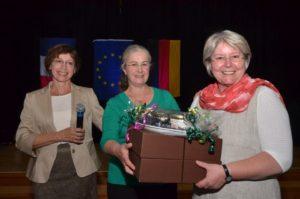 Festabend 2014 im Weser-Gymnasium Vlotho. Zu sehen (v.l.n.r.): Christine Stöpel, Cathy Daugu und Heike Begemann-Dröge.