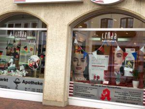 Französische geschmückte Schaufenster in der Vlothoer Innenstadt